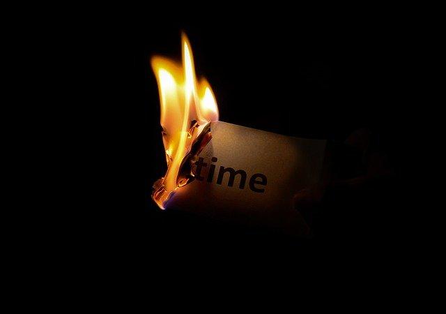 Die Sorgen verbrennen. Quelle: Pexels auf Pixabay