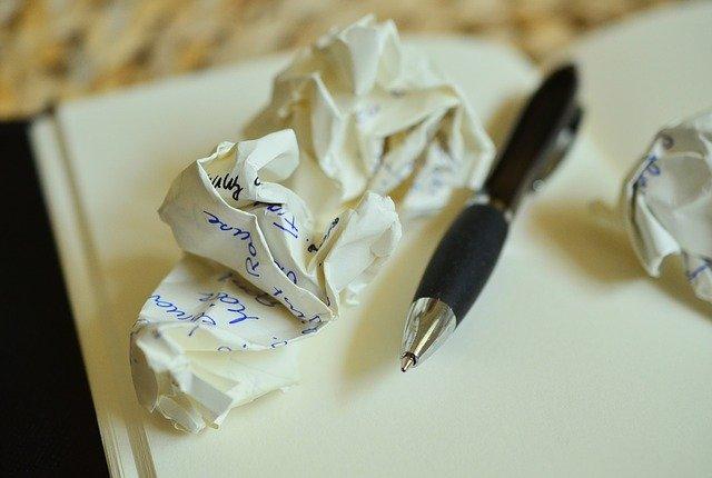 Notizbuch mit Stift. Schreiben hilft sich mit sich selbst auseinander zu setzen. Quelle: congerdesign auf Pixabay